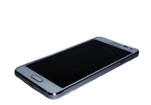 Смартфон или планшет не включается, не реагирует на нажатия кнопок. Экран черный.